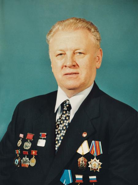 Заместитель Министра Минэнерго СССР с 1986 по 1987 гг., Генеральный директор ОАО СПК «Мосэнергострой» с 1987 г.